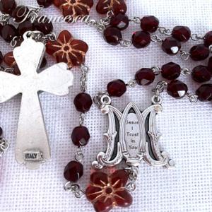 赤い花のロザリオ Rosary with Czech beads – Red Flower