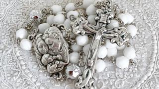 聖家族のロザリオ(ホワイト)