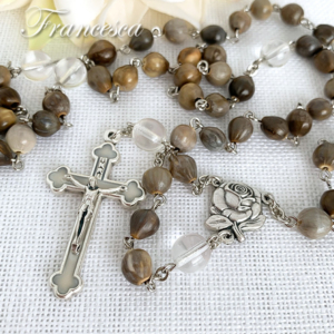白い十字架とヨブの涙のロザリオ